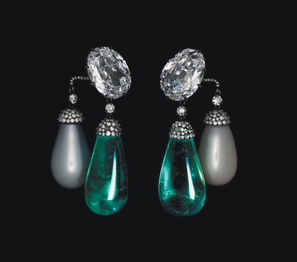 JAR, earrings, 2011, emeralds, oriental pearls, diamonds, and platinum