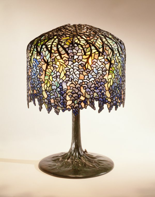 Louis Comfort Tiffany, Wisteria lamp;