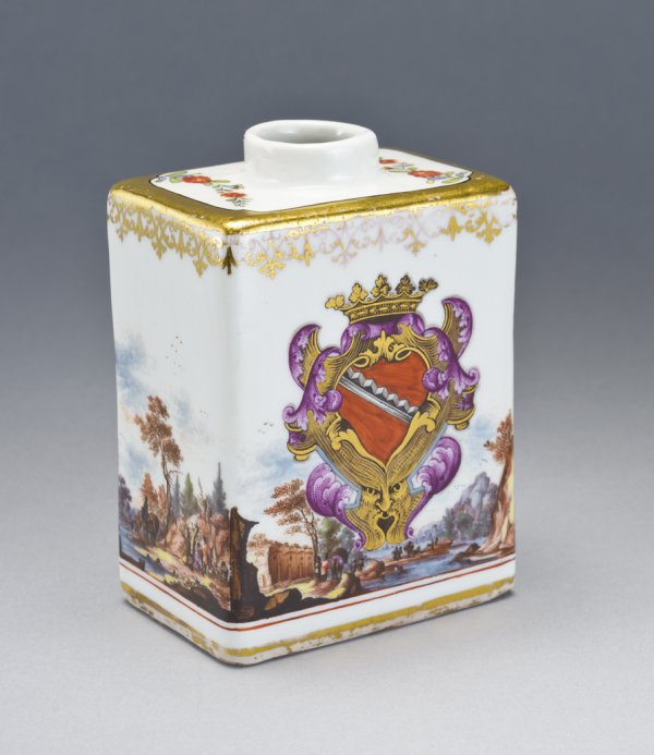 Armorial tea caddy;
