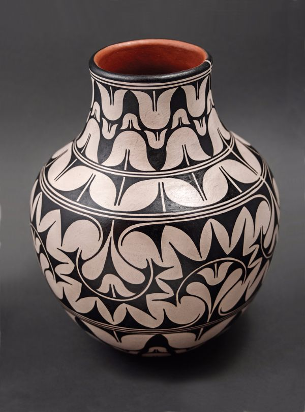 Lisa Holt and Harlan Reano, Tulip Pot, 12 x 10 inches.