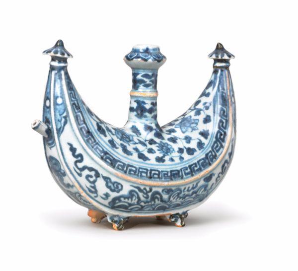 Crescent-shaped Kendi, Ming dynasty