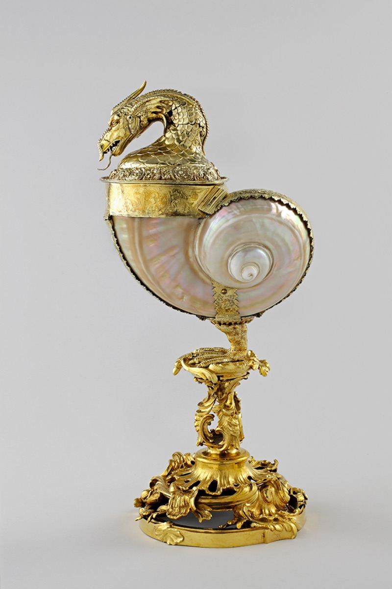 Stand by Johann Joachim Busch, Green turban shell mounted as cup and cover in the form of a basilisk, cup circa 1600