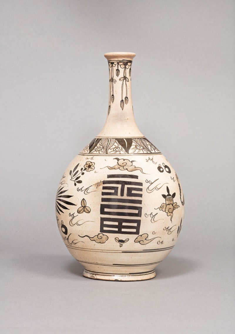 """Large sake bottle with letters """"fuku"""" (happiness) and """"ju"""" (longevity or celebration)"""